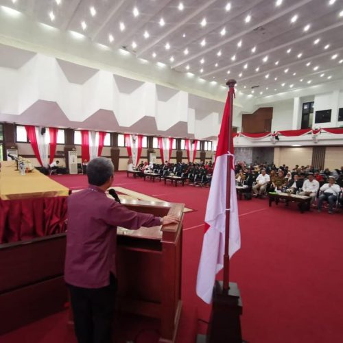 Dr. Ir. Andi Tamsil, M.Si Memberi sambutan sebagai Wakil Ketua ICMI Sul-Sel